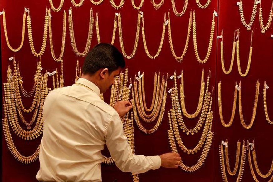 Gold Glitters On Dhanteras Despite High Prices; Sales Up By 15 Per Cent